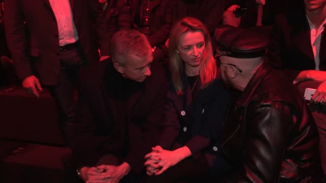 DELPHINE ARNAULT BERNARD ARNAULT PETER MARIANO | DIOR FASHION SHOW | FRONT ROW | MENSWEAR FALL WINTER 2016 | PARIS FASHION WEEK