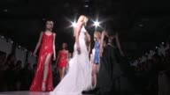 THE FINALE | VERSACE FASHION SHOW | CATWALK | HAUTE COUTURE 2016 | PARIS FASHION WEEK
