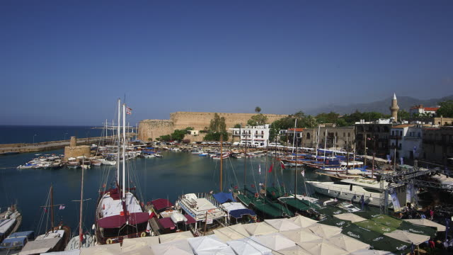 HARBOUR BOATS AND RESTAURANTS