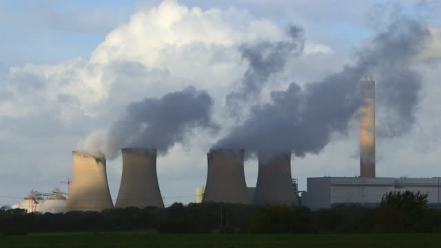 DRAX POWER STATION COOLING TOWERS AND CHIMNEY