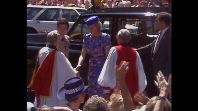 EXT ST ANDREWS CATHEDRAL PRINCE CHARLES PRINCESS DIANA VARIOUSLY MEET AND GREET WITH CROWDS / CHARLES AND DIANA SHAKE HANDS WITH PRIESTS – INTO ROLLS...