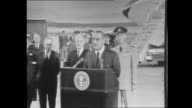 US PRESIDENT LYNDON JOHNSON ARRIVES IN AUSTRALIA FOR THE MEMORIAL SERVICE FOR PRIME MINISTER HAROLD HOLT JOHNSON TARMAC PRESSER BEHIND LECTERN WITH...