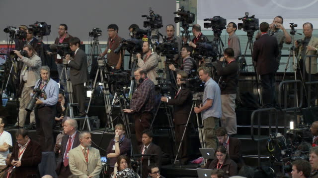 13Apr2010 WS 2010 Nuclear Security Summit hosted by President Barack Obama Camera operators at press conference / Washington DC USA / AUDIO