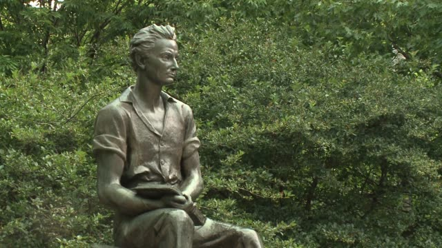 WGN A 13foottall bronze 'Young Lincoln' statue in Chicago's Edgewater neighborhood which was created in 1945 by artist Charles Keck and installed at...