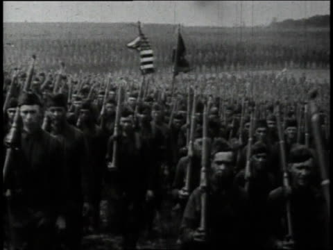 1910s WS Thousands of US Army soldiers marching in close formation