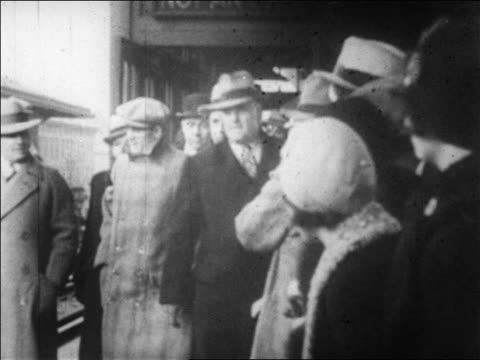 B/W 1920s police escorting gangster Legs Diamond thru crowd / newsreel
