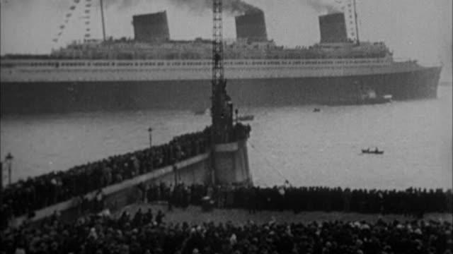 1940s B/W Ocean liner arriving in New York / New York City, New York, USA