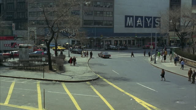 1960s WS HA Downtown traffic / New York City, USA