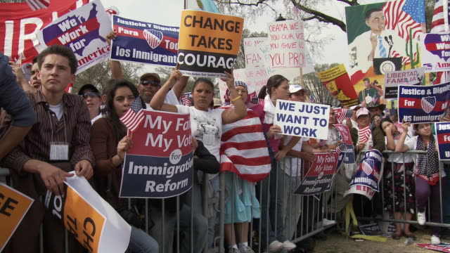 21Mar2010 WS Large immigrant crowd cheers while holding protest signs and American flags / Washington DC USA / AUDIO