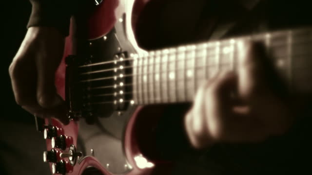 HD 35mm: to play the guitar