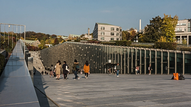 4k crowd of people timelapse at ewha womans university