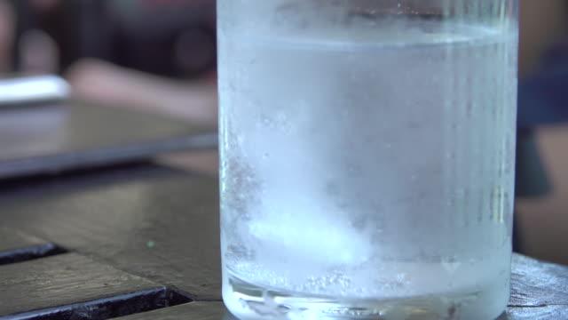 4k: wervelende vitaminen tablet smelten