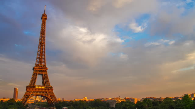 4k Time-lapse : Eiffel tower in Paris, France
