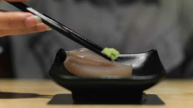 4K:Close up chopstick pick up salmon sashimi japan food