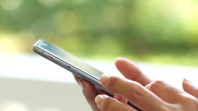 4 K: Nahaufnahme mit Smartphone