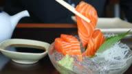 4 K: mangiare del salmone Sashimi