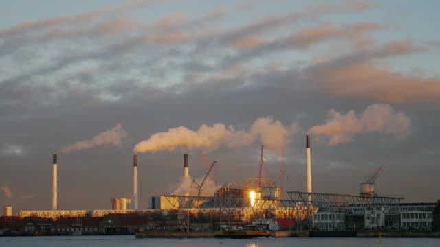 4K:Industrial fabriek time-lapse op zonsondergang tijd