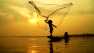4K:Local lifestyles of fisherman working in the morning sunrise.