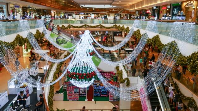 4K:Many poeple in shopping mall