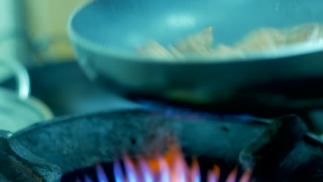 4K:Saucepan on fire during cooking