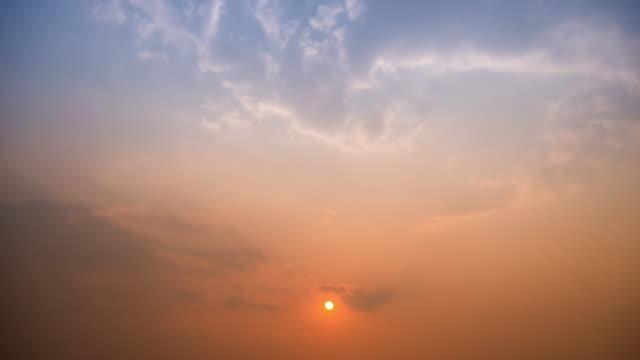 4K:Sunset sun beam time-lapse panning movement