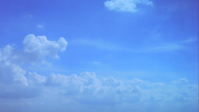 4K:Time lapseof white fluffy clouds over blue sky