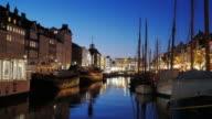 4K:Timelapse av Nyhavn i Köpenhamn nattetid