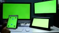 4 K :  usa talea digitale, visualizzazione schermo verde sulla scrivania