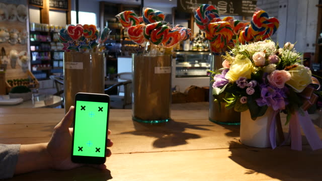 4K:Using smart mobile,Gree screen