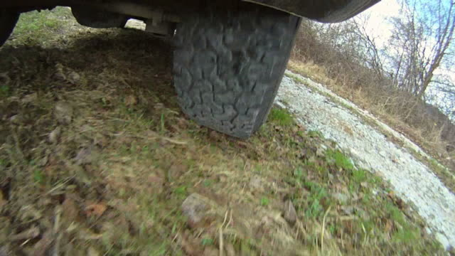 HD: 4x4 Tire While Driving