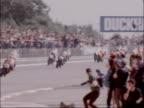 500cc Grand Prix at Silverstone won by Randy Mamola ENGLAND Northamptonshire Silverstone Circuit EXT MS Start of 500cc race RL BV Motorbikes around...