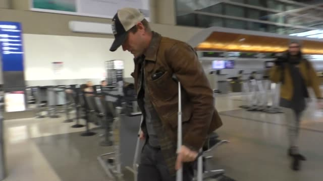 Aaron Eckhart on crutches departing at LAX Airport in Los Angeles in Celebrity Sightings in Los Angeles