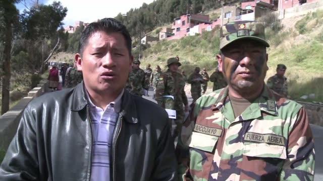 Acompanados de sus familias y grupos indigenas militares bolivianos se manifestaron este martes en La Paz contra la discriminacion dentro de las...