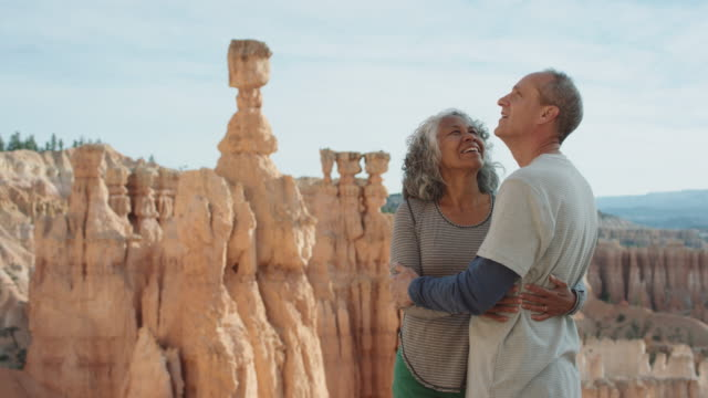 4K UHD: Active Seniors Holding Each Other on the Edge of Bryce Canyon