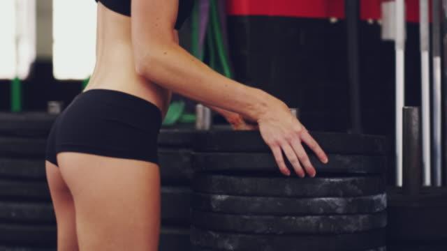 Het toevoegen van meer gewicht aan haar training
