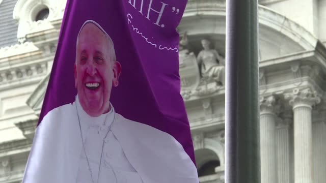 Adoring crowds prepare for Pope Francis visit to Philadelphia
