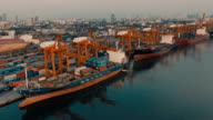 Luchtfoto vrachtschip Container