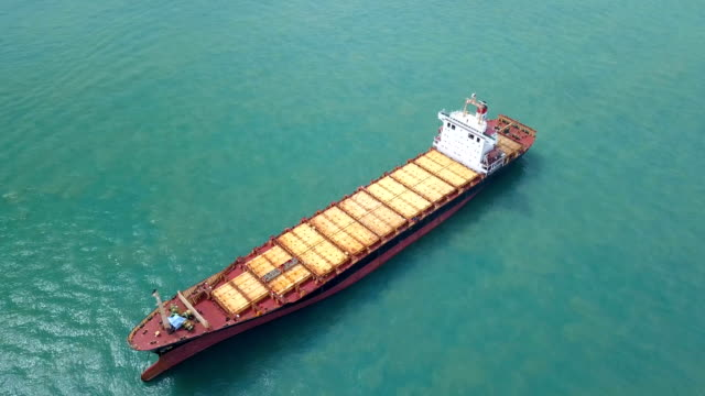 Luchtfoto vrachtschepen verankerd in de zee. Singapore