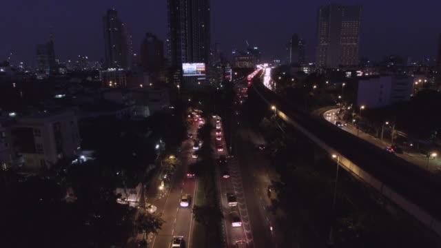 Aerial Nachtansicht der Lichter auf Wolkenkratzer, Bangkok Thailand