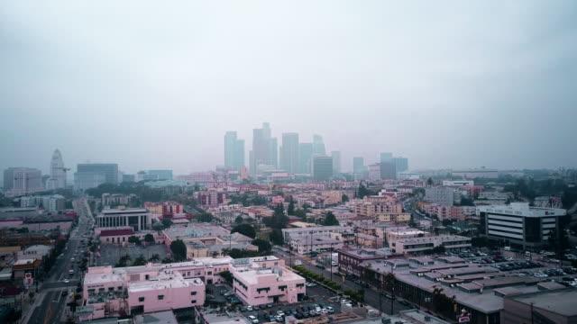 Luchtfoto van bewolkt Downtown Los Angeles