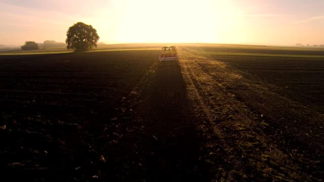 HD: Luftaufnahme von Landwirtschaftliche Tätigkeit im Feld