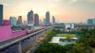 Luftaufnahme der city sky train in die Innenstadt