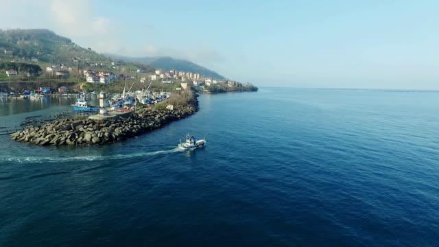 Aerial skott av Port och fiske båt