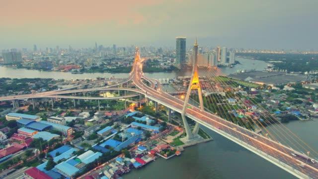 Aerial Sonnenuntergang Aufnahme der Bhumibol Bridge, Bangkok