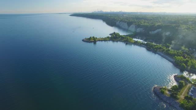 4K Aerial Toronto: Scarborough Bluffs and Toronto Skyline