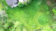 Luchtfoto gras trimmen grasmaaier