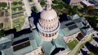 Luftaufnahme Blick nach unten auf die Texas Zustand Capitol Gebäude sonniger Tag in Austin, Texas