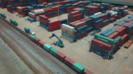 Luftaufnahme von Containern im Rangierbahnhof