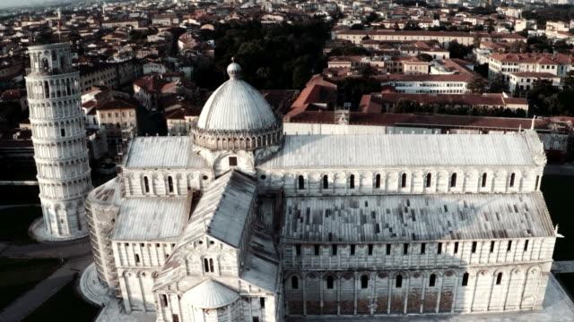Luftaufnahme der Kathedrale und dem Schiefen Turm von Pisa
