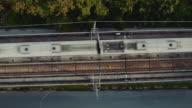 Luftaufnahme der Hochbahn und Bahngleis